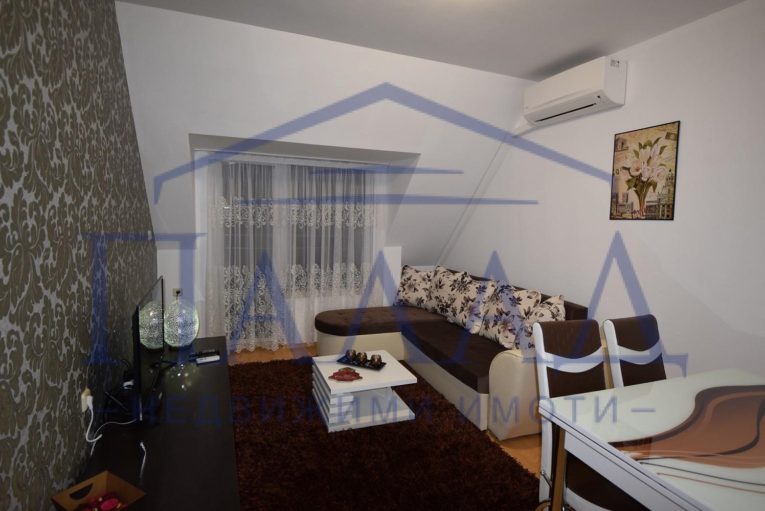 Стилен тристаен апартамент Широк център